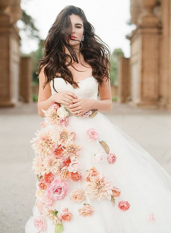 18 Modern Gowns Ideas For A Valentine'S Day Wedding 14