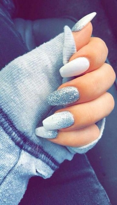 24 Glamorous Color Combinations For Winter Nail Arts 24